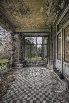 Chateau N. – Belgium Chateau N. Old Abandoned Houses, Abandoned Castles, Abandoned Mansions, Abandoned Buildings, Abandoned Places, Old Houses, Haunted Places, Beautiful Ruins, Beautiful Places