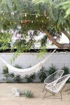 hammock & acapulco chairs -- outdoor Article ideas for Best Of Modern Design Indoor Outdoor Furniture, Outdoor Rooms, Outdoor Gardens, Outdoor Decor, Outdoor Living, Modern Outdoor Chairs, Ok Design, Modern Design, Acapulco Chair