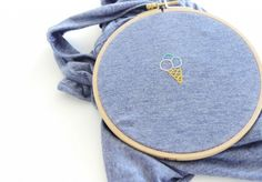 DIY Tutorial Embroidery: How to embroider a T-shirt? - Laura G. - - Tuto DIY broderie : comment broder un T-shirt ? DIY Tutorial Embroidery: How to embroider a T-shirt? Embroidery Leaf, Embroidery Hearts, Embroidery Patterns Free, Embroidery Designs, T Shirt Embroidery, T-shirt Broderie, Broderie Simple, Sacs Tote Bags, Embroidery On Clothes