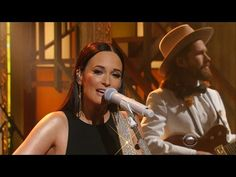 "Kacey Musgraves Performs ""Late To The Party"""