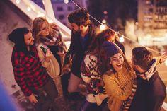 Conocer solteros en España - Meetic Memes, Dating Tips, Cute Headphones, Single Men, Lesbians, Getting To Know, Couples, Messages, Meme