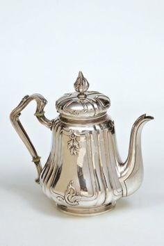 """Fabergé-Kaffeekanne Moskau, Karl Fabergé, 1896-1908 A Fabergé silver coffee pot on circular base. The body and the handle with chased floral decoration. The domed cover with baluster finial. Marked with assayer's mark, 84 standard and master's mark """"K. FABERGE"""" in Cyrillic. Scratched inventory number """"14056"""". Moscow, Karl Fabergé, 1896-1908. 17.5 cm high, 623 gr."""