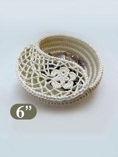 Crochet Photo Tutorial Yin Yang Paisley Jewelry Dish by goolgool Crochet Bowl, Crochet Basket Pattern, Crochet Baskets, Crochet Jewelry Patterns, Crochet Motifs, Yin Yang, Crochet Storage, Mode Crochet, Box Patterns