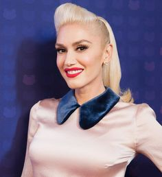 The singer shares her favorite beauty picks and that time she lost her hair. Gwen Stefani The Voice, Gwen Stefani Makeup, Gwen Stefani Lipstick, Gwen Stefani 90s, Blake Shelton Gwen Stefani, Blake Shelton And Gwen, Gwen Stefani And Blake, Gwen Stefani Style, 90s Hairstyles