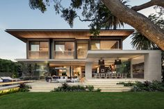 The Double Bay House By SAOTA Photography by Adam Letch Architecture firm SAOTA have recently completed a new and modern family home that s set in nbsp hellip Cool House Designs, Modern House Design, Modern Family House, Family Life, Style At Home, Home Pictures, House Goals, Home Fashion, Exterior Design