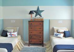 jungenzimmer mit wandstreifen vintage holzkommode mit schubladen - Wandstreifen Ideen