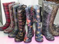 Gummistiefel für Plus-Size Ladies! - SusieKnows... Fashion Lady, Rubber Rain Boots, Plus Size, Seasons, Shoes, Fashion, Welly Boots, Moda, Zapatos