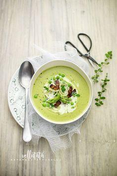 pane&burro: Vellutata di asparagi, porri e piselli con bacon c... Green Pea Soup, Green Peas, Bon Appetit, Cheeseburger Chowder, Food Photography, Food And Drink, Meals, Pane, Dining