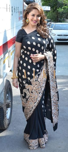 Must have Bollywood Style! Find a style match to the celebrity look of your… Bollywood Stars, Indian Bollywood, Bollywood Fashion, Vintage Bollywood, Latest Indian Saree, Indian Sarees Online, Indian Celebrities, Bollywood Celebrities, Madhuri Dixit Saree