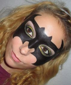 Listen up, lazy girls: A cool Halloween makeup look is all you need to pull off a costume worthy of every partygoers' envy. A Super Quick Superhero: The hand-drawn mask is infinitely more comfortable than its heavy, plastic counterpart. Last Minute Halloween Costumes, Halloween Masks, Halloween Make Up, Halloween Carnival, Halloween 2015, Halloween Treats, Batwoman, Superhero Makeup, Costumes