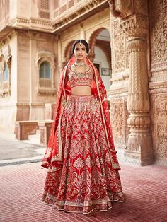 Get the new collection of lehenga chunni online. Enhance your beauty with the latest collection of lehenga choli, lehenga chunni designs, images online.
