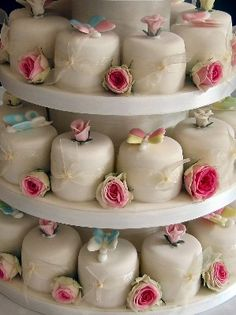 mini individual wedding cakes