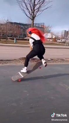 Skater Girl Style, Skater Girl Outfits, Skateboard Videos, Skateboard Girl, Skater Kid, Long Boarding, Snowboarding Style, Skate Girl, Skate Board