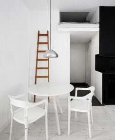 I wouldn't mind living in this tiny little studio apartment! Gorgeously cleanly.