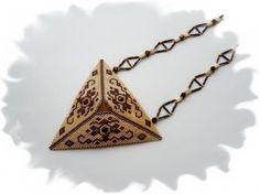 """Кулон """"Бежевый треугольник"""""""
