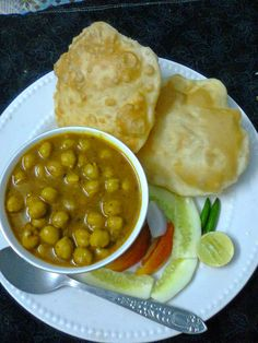 Easy Cooking and More: Easy Chana Bhatura Recipe/ Punjabi Chole Bhature. Bhatura Recipe, Easy Cooking, Cooking Recipes, Comida India, Snap Food, Food Snapchat, Indian Street Food, Desi Food, Food Cravings
