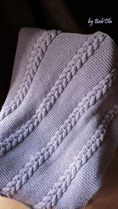 Couverture bébé / baby blanket / tricotée main, maille épaisse, torsades. Col.: lilas. Dim. : ~ 70x85 cm : Puériculture par babola