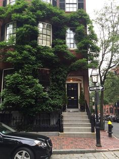 Beautiful brownstone in the historic neighborhood of Beacon Hill, Boston | pinterest: @Blancazh