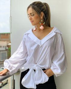 Blouse Styles, Blouse Designs, How To Wear Shirt, Casual Dresses, Fashion Dresses, Stylish Blouse Design, Casual Tops, Ideias Fashion, Satin Blouses