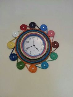 Reloj rollito papel periodico
