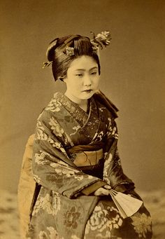 Botan Kimono 1890s    This is a delicately, hand-coloured Cabinet photograph from around the 1890s. She is wearing the same musubi (knot) variation to her Darari Obi (Dangling Sash) as shown in another photograph from around the same date that I posted earlier. See www.flickr.com/photos/blue_ruin_1/5986476948/