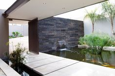 Entrance pond House Sed - Nico van der Meulen Architects