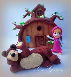 Masha y el oso. Porcelana fria. Creaciones Laura Garcia 2nd Birth, Masha And The Bear, Biscuit, Cata, Gingerbread, Pastel, Christmas Ornaments, Holiday Decor, Cake Ideas