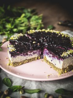 Blueberry, Pistachio, Coconut, Mint & Lime Cheesecake {vegan … – The most beautiful recipes Healthy Cheesecake, Lime Cheesecake, Chocolate Cheesecake, Cheesecake Recipes, Blueberry Cheesecake, Blueberry Cake, Coconut Recipes, Raw Food Recipes, Easy Cake Recipes