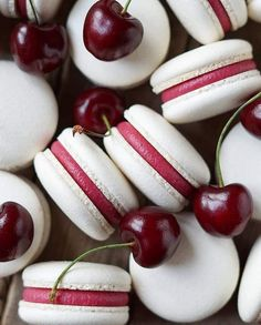 Cheery macarons 🍒 Ouh my…😍 Can't ask for more, can ya? Made with love by 📷Gulnara Fedorova Cheery macarons 🍒 Ouh my…😍 Can't ask for more, can ya? Made with love by 📷Gulnara Fedorova Baking Recipes, Cookie Recipes, Dessert Recipes, Kreative Desserts, 3 Ingredient Desserts, Macaron Flavors, Macaron Filling, Macaroon Cookies, Pink Macaroons