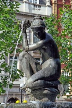 London, Chelsea, Sloane Square, Fountain