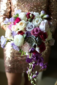 bloom boxx LOVES that cascading bouquets are making a comeback.  This stunner by Kent Duffie / Designs by Kent