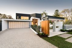Home with Contemporary Updates: Dalkeith Residence by Hillam Architects   http://www.designrulz.com/design/2015/11/home-with-contemporary-updates-dalkeith-residence-by-hillam-architects/