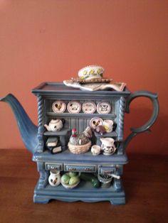Teapot Signed and Numbered Paul Cardew~LARGE Farmhouse Hutch / England Tea Pot Set, Pot Sets, Tea Cup Saucer, Tea Cups, Teapot Cookies, Cute Teapot, Teapots Unique, Teapots And Cups, My Cup Of Tea