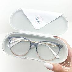 Glasses Frames Trendy, Cool Glasses, New Glasses, Glasses Trends, Lunette Style, Eyewear Trends, Fashion Eye Glasses, Stylish Jewelry, Specs Frames Women