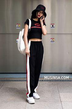 Official Korean Fashion : Korean Street Fashion : Korean Street Fashion- May 2017 In streets of SEOUL K Fashion, Ulzzang Fashion, Korea Fashion, Asian Fashion, Trendy Fashion, Fashion Models, Fashion Outfits, Fashion Design, Ulzzang Style