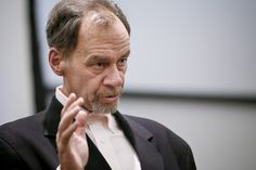 David Carr. In his 2008 memoir, The Night of the Gun, he detailed his past experiences with cocaine addiction and includes interviews with people from his past, tackling his memoir as if he were reporting on himself. The story was excerpted in The New York Times Magazine.[3]