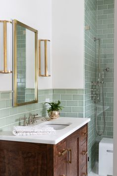 Wood Bathroom, Bathroom Renos, Bathroom Ideas, Small Bathroom Tiles, Bathroom No Window, Bathroom Tile Colors, Tiled Bathrooms, Bathroom Tile Designs, Vintage Bathrooms