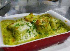 Esta receta de bacalao es de las mejores que puedes hacer con el bacalao al horno…. te la recomiendo! Ingredientes: 1 lomo de bacalao de 200 g 10 cl de leche 12 gr de harina 15 gr de mantequilla 50 gr de espinacas 10 gr de piñones Sal y pimienta negra recién molida. Preparación: Prepara... Lea más Fish Recipes, Deli, Guacamole, Tapas, Cauliflower, Salmon, Soup, Mexican, Chicken