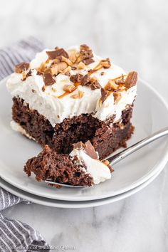 One of the most notorious and epic chocolate cakes this Better than Sex Cake never disappoints. An easy chocolate cake mix is doctored up Cheesecake Oreo, Cinnamon Roll Cheesecake, Cheesecake Recipes, Dessert Recipes, Frosting Recipes, Chocolate Cake Mixes, Chocolate Recipes, Caramel Recipes, Chocolate Lovers
