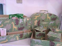 Kit quarto bebe - porta fraldas, maleta maternidade, 3 potes organizadores e bandeja. Tema Safari