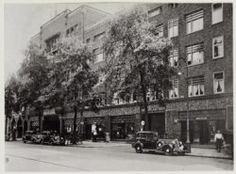 """bedrijfsruimte, showroom, werkplaats en garage van automobilebedrijf """"Riva""""."""