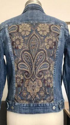 Denim Jacket Fashion, Levis Jacket, Denim Jacket Patches, Estilo Jeans, Painted Denim Jacket, Denim Ideas, Mein Style, Denim Crafts, Jeans Denim