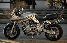 Suzuki Cafe Racer, Moto Car, Suzuki Gsx, Hot Bikes, Car Engine, Katana, Custom Bikes, Cars And Motorcycles, Automobile