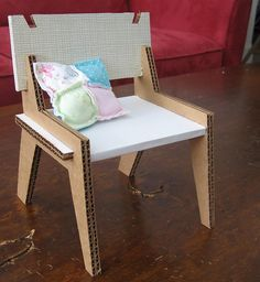 Chaise, table, lit en carton