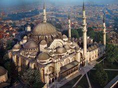 Szulejmán-mecset (törökül: Süleymaniye Camii) a második legnagyobb mecset Isztambulban