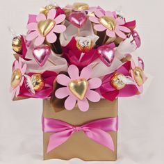 Chocolate bouquet. Valentines Bricolage, Valentines Diy, Valentine Day Gifts, Candy Bouquet Diy, Diy Bouquet, Bouquets, Chocolate Flowers Bouquet, Valentine Baskets, Candy Gift Baskets