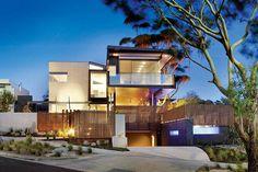 บ้านร่วมสมัย 2 ชั้น อาคารแยกออกเป็น 2 องค์ประกอบการออกแบบอย่างยั่งยืนต่อสิ่งแวดล้อม | FreeSplanS.com | ศูนย์รวมแบบบ้าน และ ตกแต่ง หลากหลายสไตล์