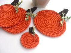 Autumn and Halloween pumpkin coasters Crochet Fall, Halloween Crochet, Holiday Crochet, Crochet Home, Love Crochet, Learn To Crochet, Crochet Crafts, Yarn Crafts, Halloween Crafts