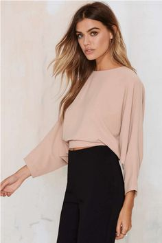 Leonore Dolman Crop Top - Raise the Barre Casual Outfits, Cute Outfits, Fashion Beauty, Womens Fashion, Estilo Retro, Mode Inspiration, Long Sleeve Crop Top, Passion For Fashion, Blouse Designs