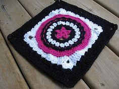 """Day 28: 12"""" Block of the Day: Circle Star by Julie Yeager Free Pattern: http://www.crochetme.com/Crochet-Afghans/ #TheCrochetLounge #12""""Square #Crochet Pick"""
